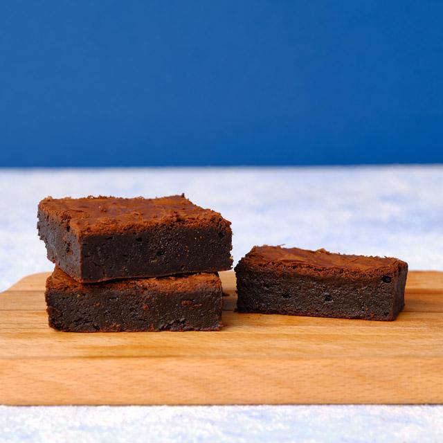 Pistachio and Classic Brownie Box - 4 Pcs.