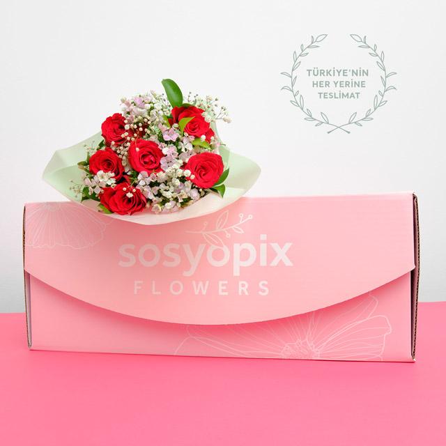 Romantik Esinti Çiçek Buketi