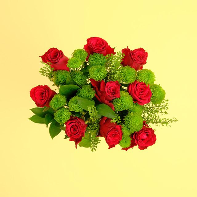 Kırmızı Gül ve Yeşil Biçme Çiçek Buketi